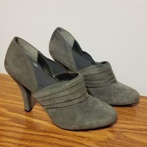 Gray Heels- sz 9.5